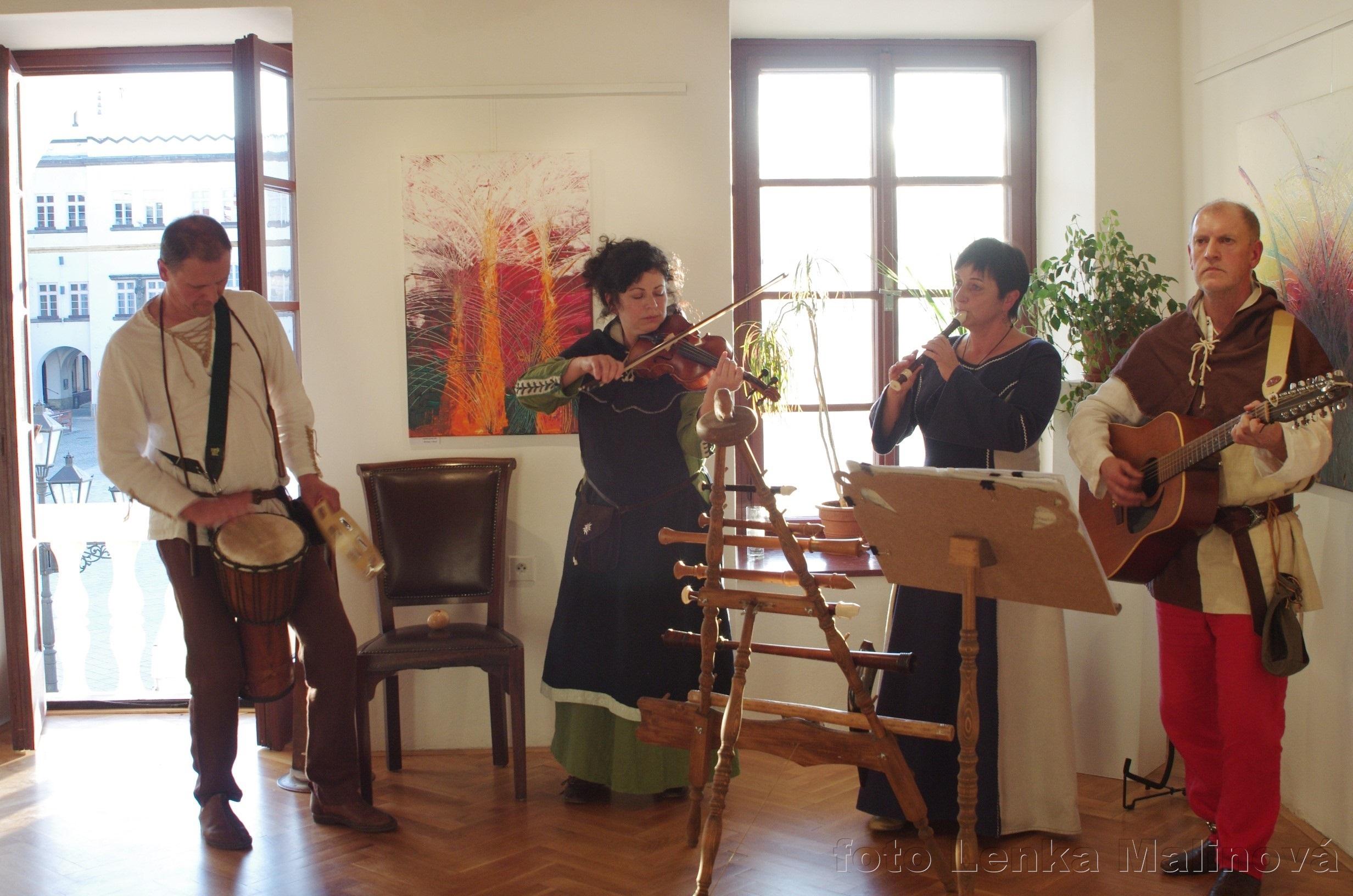 Vernisáž - výstava obrazů Lenky Dobiášové